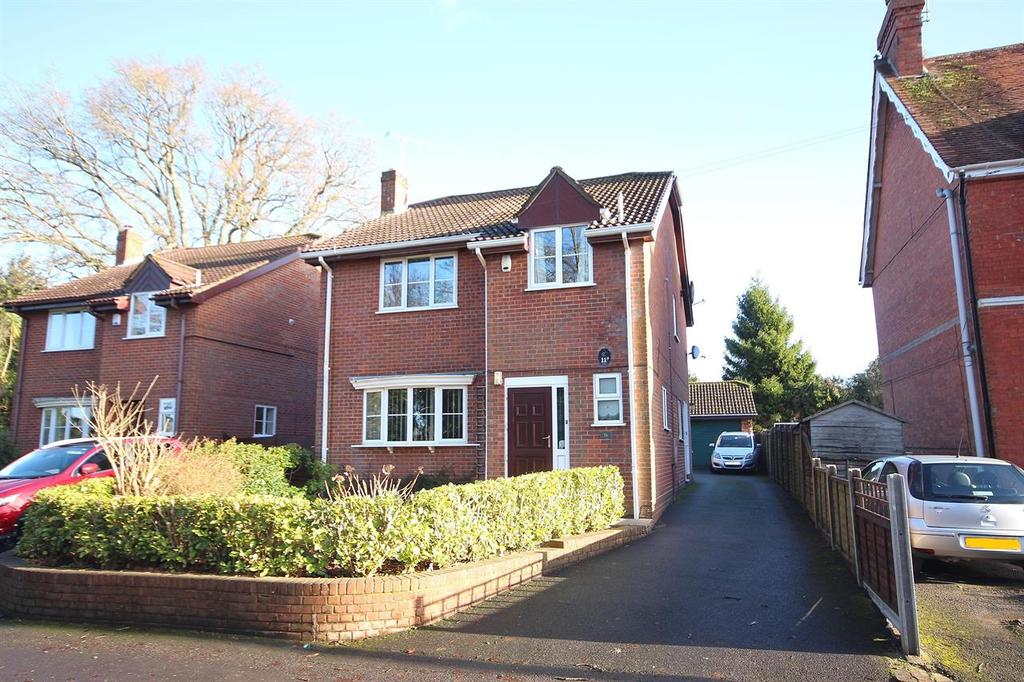 4 Bedrooms Detached House for sale in Tudor Road, Broadstone