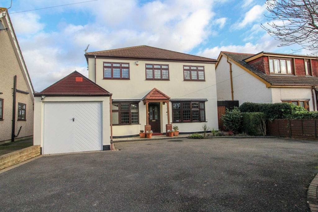 4 Bedrooms Detached House for sale in Ongar Road, Pilgrims Hatch, Brentwood, Essex, CM15