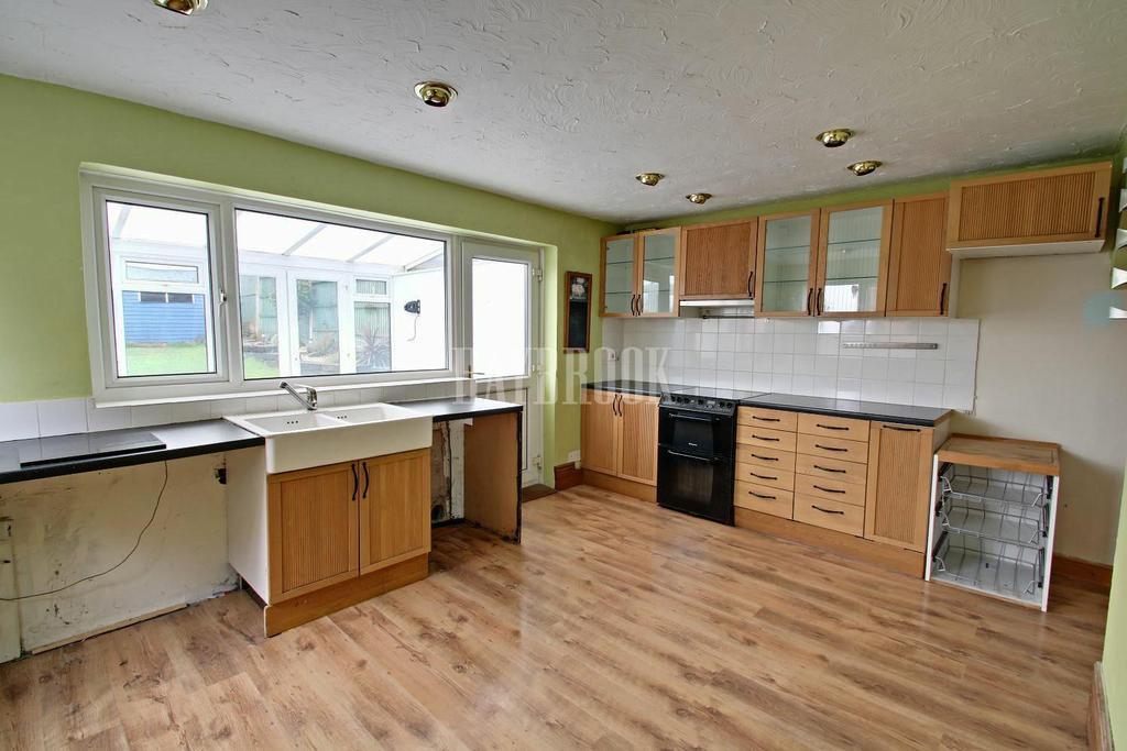 3 Bedrooms Semi Detached House for sale in William Crescent, Mosborough