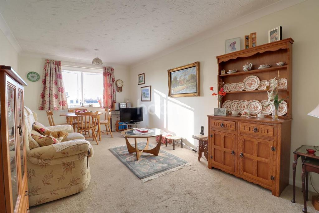 1 Bedroom Flat for sale in Howards Court, Balmoral Road