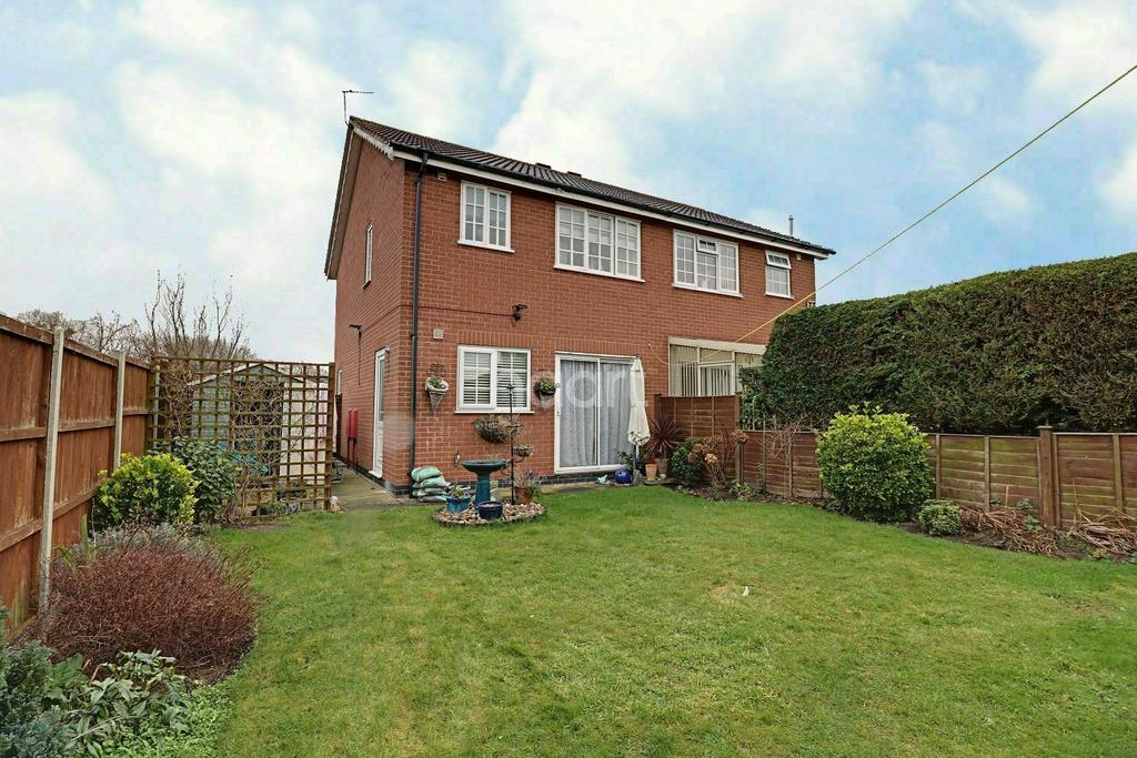3 Bedrooms Semi Detached House for sale in Wentworth Drive, Grantham