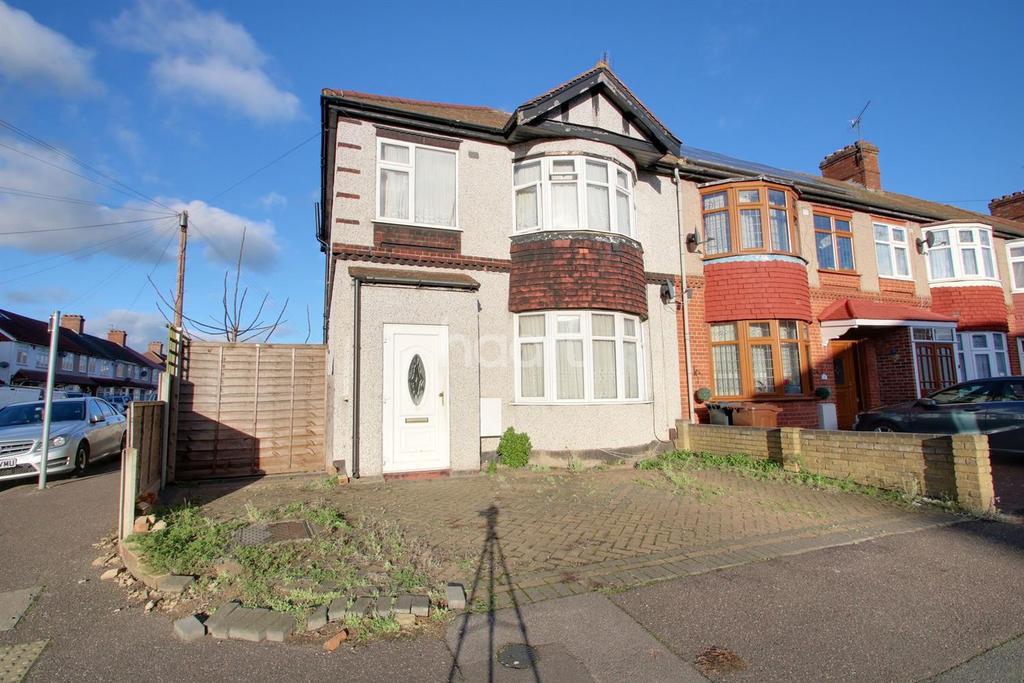 3 Bedrooms End Of Terrace House for sale in Fordkye Road, Dagenham