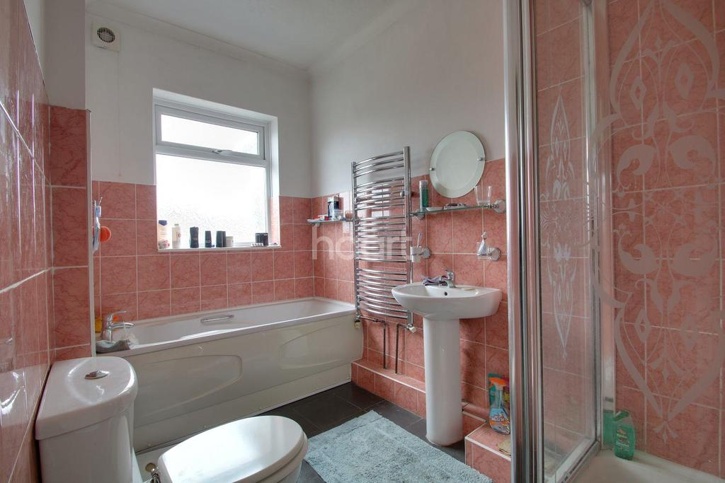 3 Bedrooms Bungalow for sale in Waverley Avenue, Minster on Sea