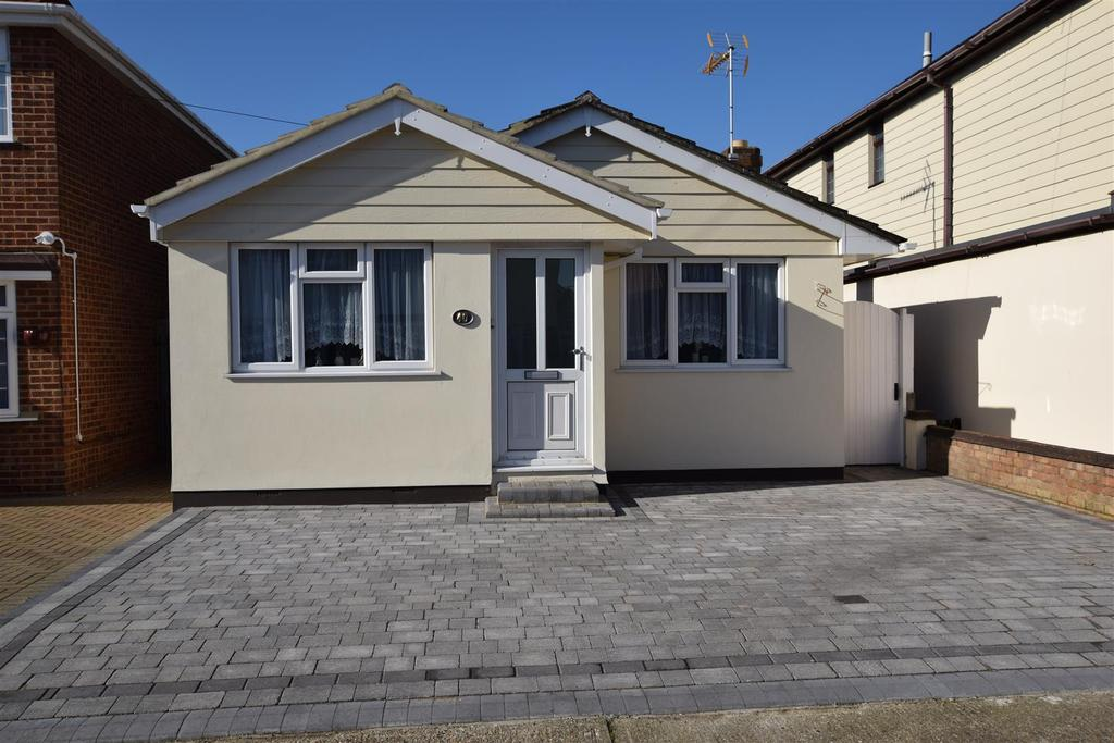 2 Bedrooms Bungalow for sale in Lappmark Road, Canvey Island