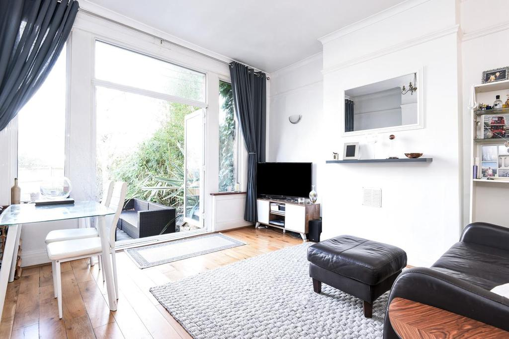 2 Bedrooms Flat for sale in Kirkstall Road, Streatham Hill