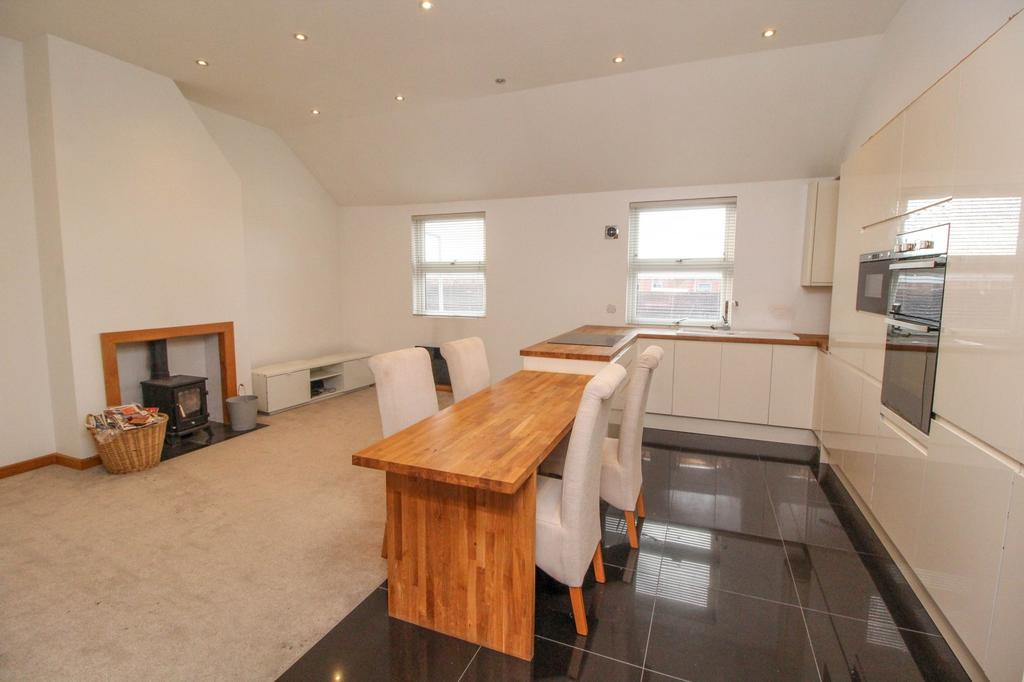 2 Bedrooms Apartment Flat for sale in Ongar Road, Brentwood, CM15
