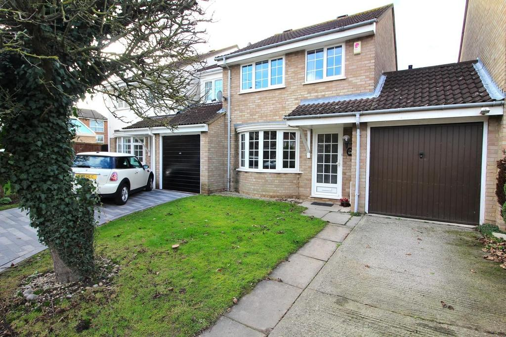 3 Bedrooms Link Detached House for sale in Stirrup Close, Chelmsford, Essex, CM1