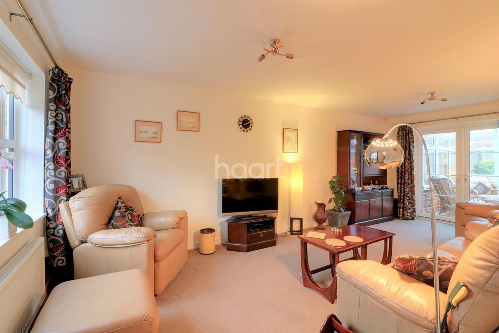 4 Bedrooms Detached House for sale in Oak Meadow, Shipdham