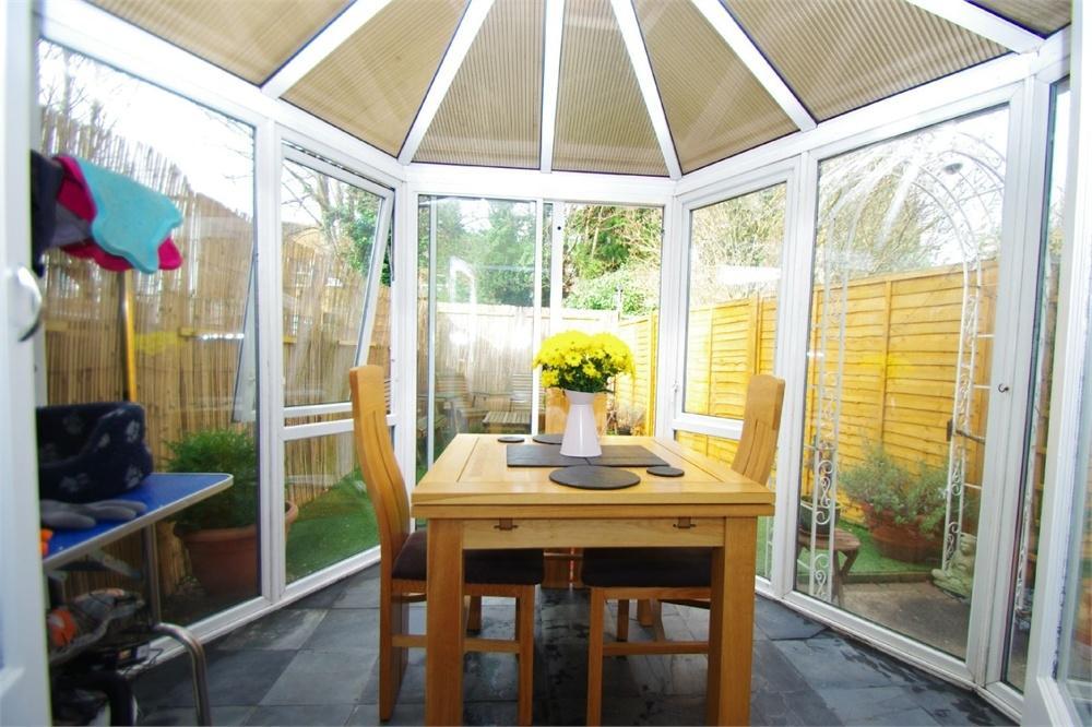 2 Bedrooms Flat for sale in Sandringham Road, Watford, Hertfordshire