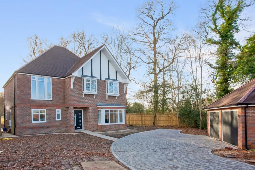 5 Bedrooms House for sale in Folders Lane, Burgess Hill, RH15