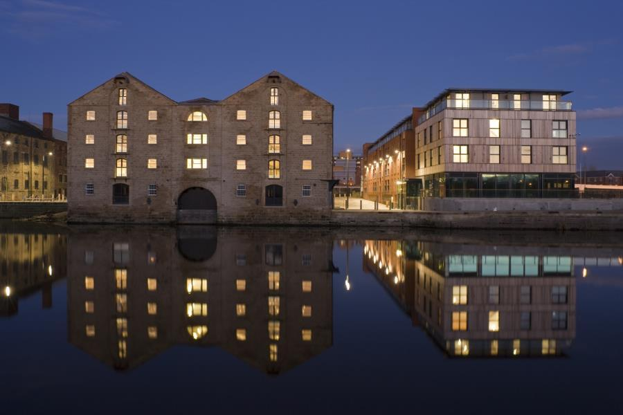 4 Bedrooms Flat for sale in HEBBLE WHARF, NAVIGATION WALK, WAKEFIELD, WF1 5RD