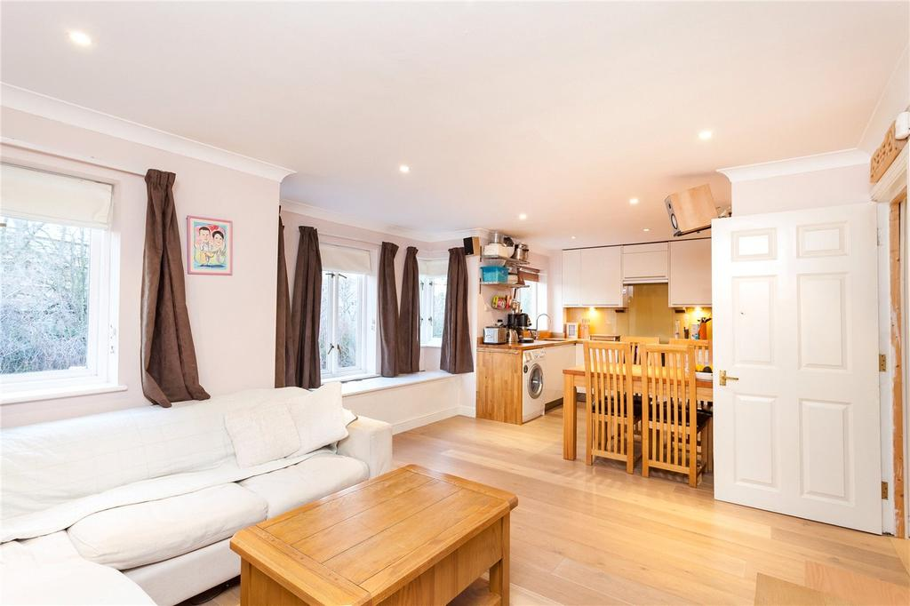 2 Bedrooms Flat for sale in Myddleton Avenue, London, N4