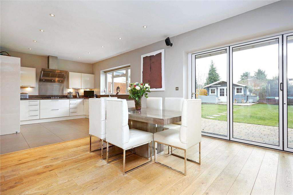 4 Bedrooms Detached House for sale in Broadfields, East Molesey, Surrey, KT8