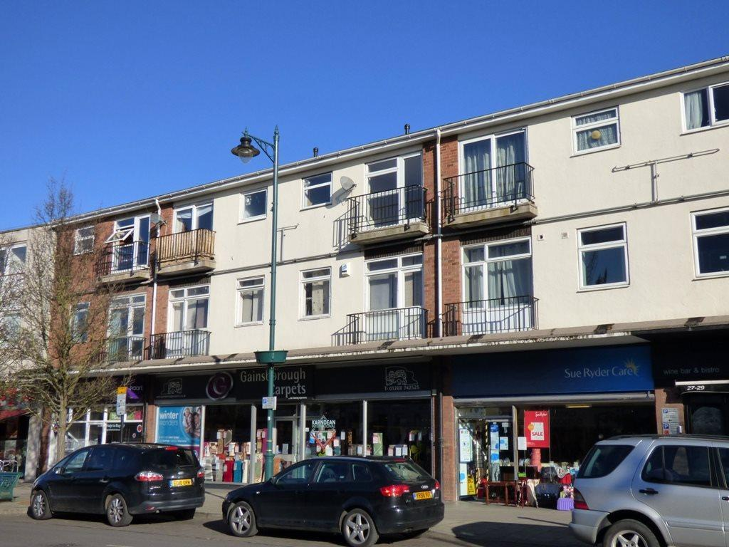 2 Bedrooms Flat for rent in Eastwood Road, Rayleigh, Essex