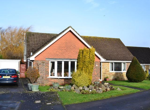 2 Bedrooms Detached Bungalow for sale in Glen Gardens, Ferring, West Sussex, BN12 5HG