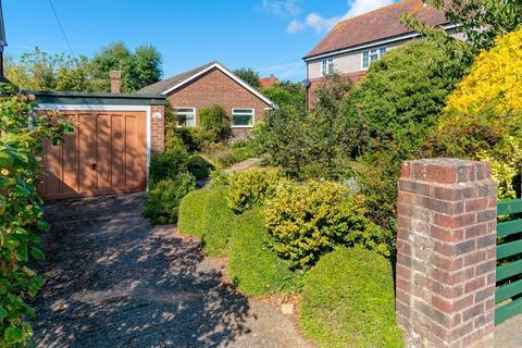 2 bedroom bungalow for sale - Bracken Road, Seaford, BN25 4HR