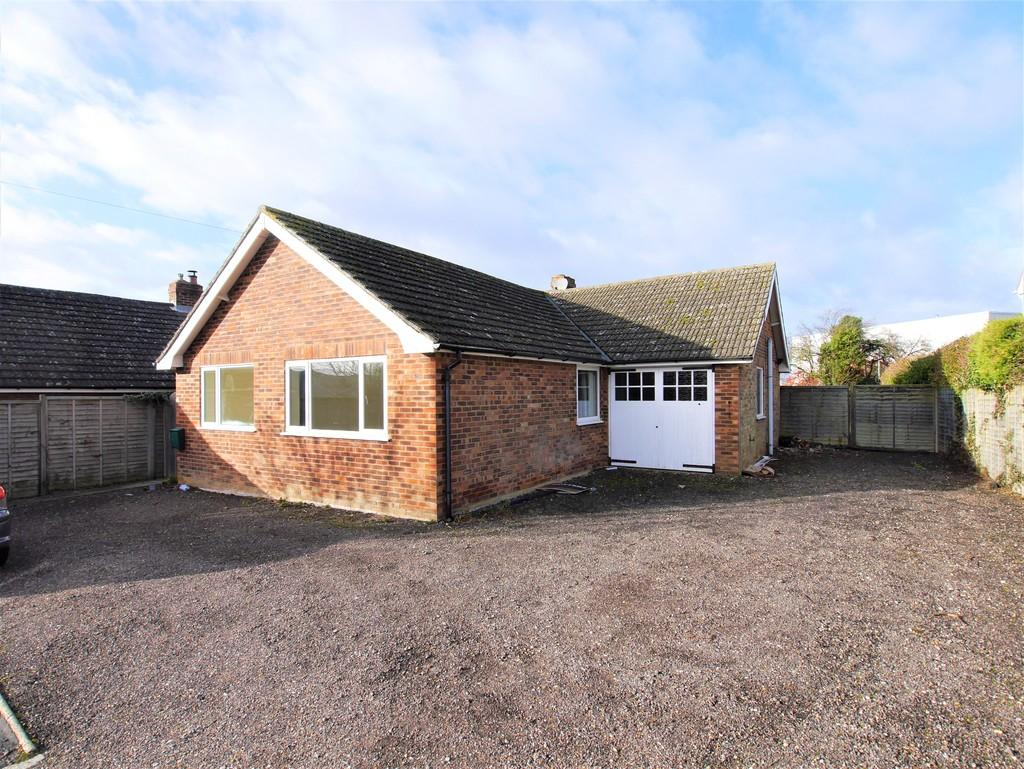 3 Bedrooms Detached Bungalow for sale in 9 Ramsey Road, Hadleigh, Ipswich, Suffolk, IP7 6AN
