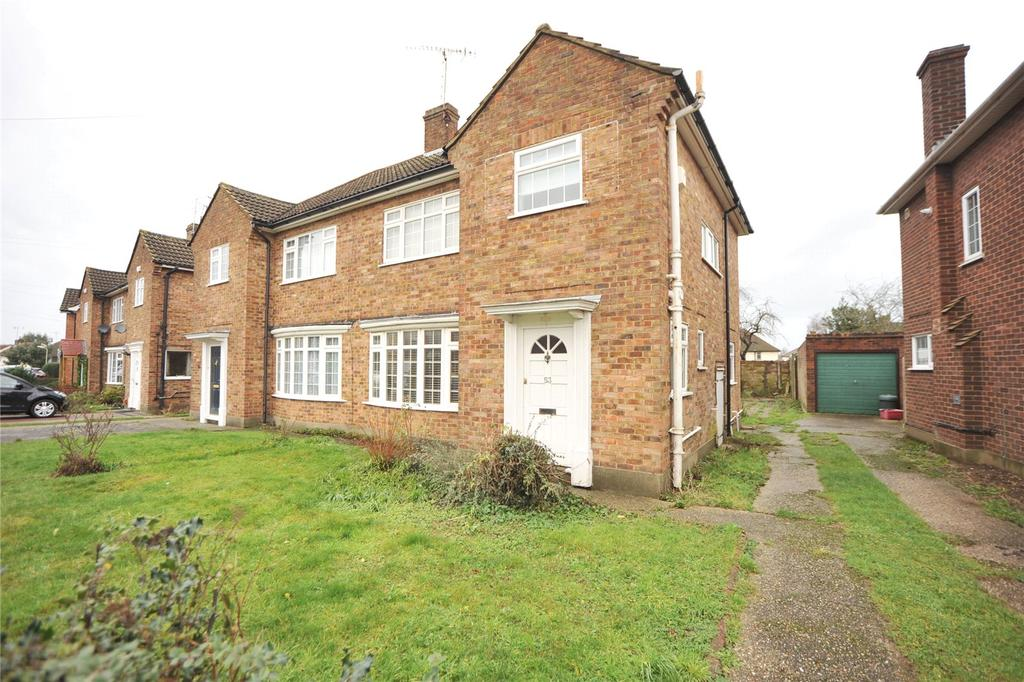 3 Bedrooms Semi Detached House for sale in Chelmer Drive, Hutton, Brentwood, Essex, CM13