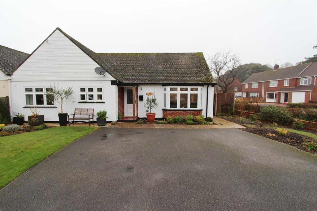 3 Bedrooms Semi Detached Bungalow for sale in HIGHCLIFFE ON SEA