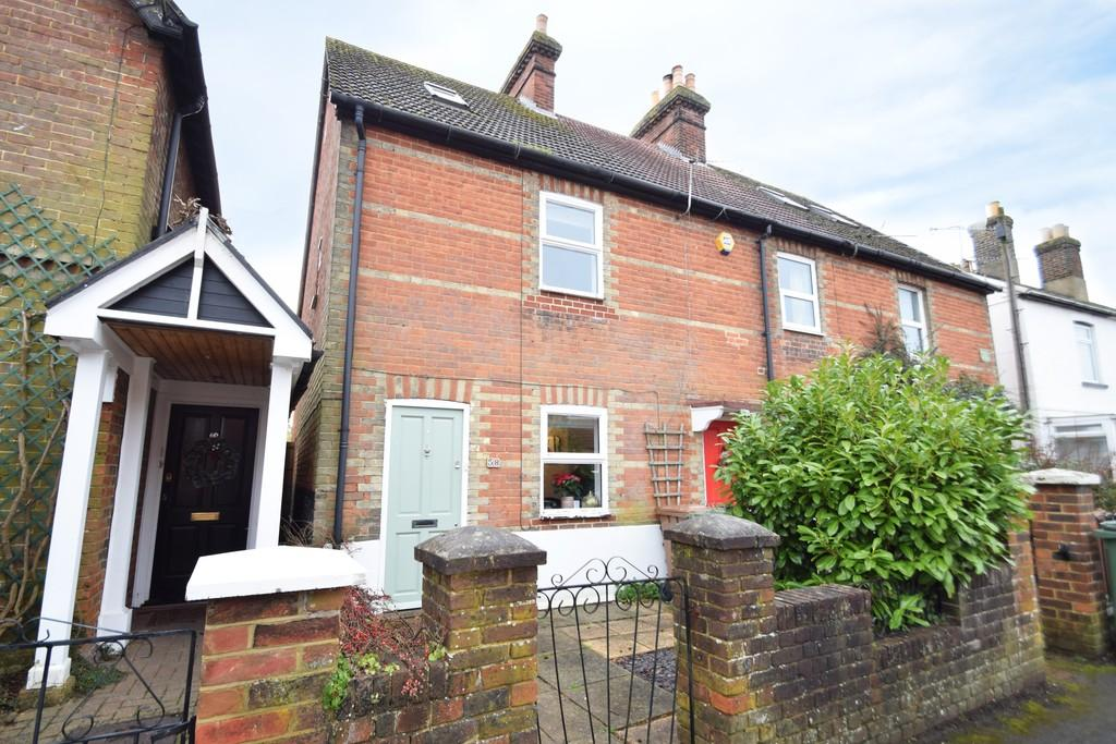 3 Bedrooms End Of Terrace House for sale in Station Road, Shalford, Guildford GU4 8HD