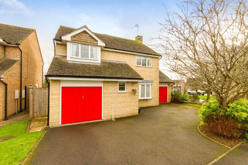 4 Bedrooms Detached House for sale in Saxel Close, Aston.