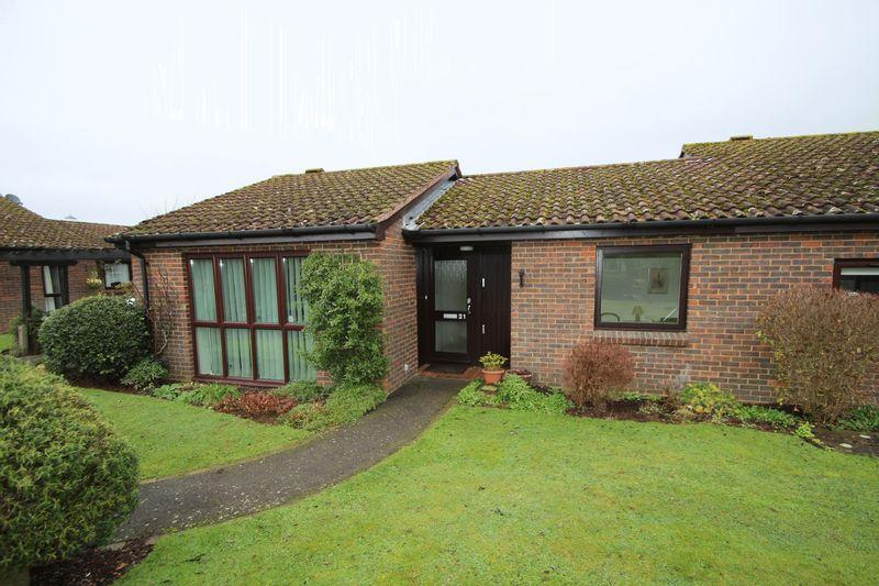 2 Bedrooms Retirement Property for sale in Fairlop Walk, Elmbridge Village, Cranleigh