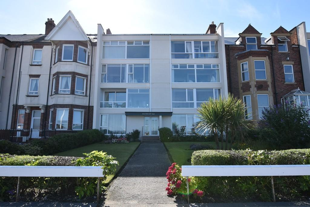 2 Bedrooms Apartment Flat for sale in South Cliff, Roker Terrace