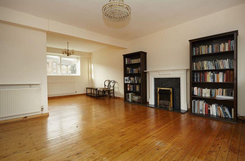 2 Bedrooms Apartment Flat for sale in Oakways, Eltham SE9