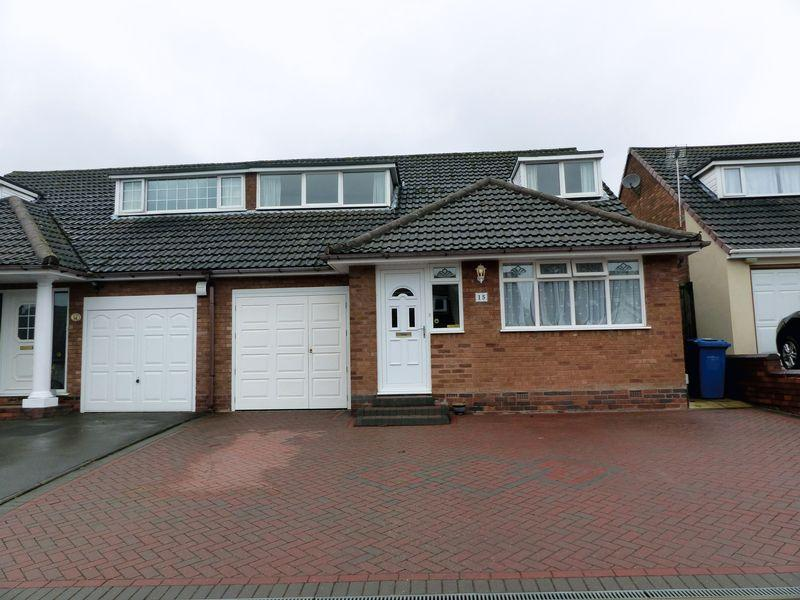 4 Bedrooms Semi Detached House for sale in Redfern Drive, Burntwood