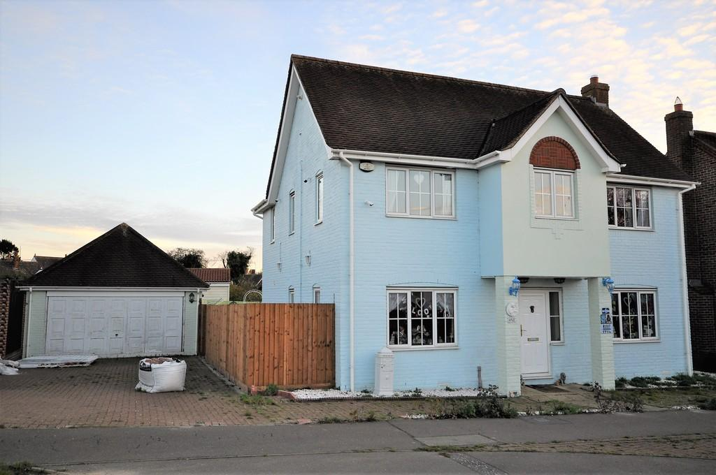 4 Bedrooms Detached House for sale in Churchfields Avenue, Stanway, CO3 8WP