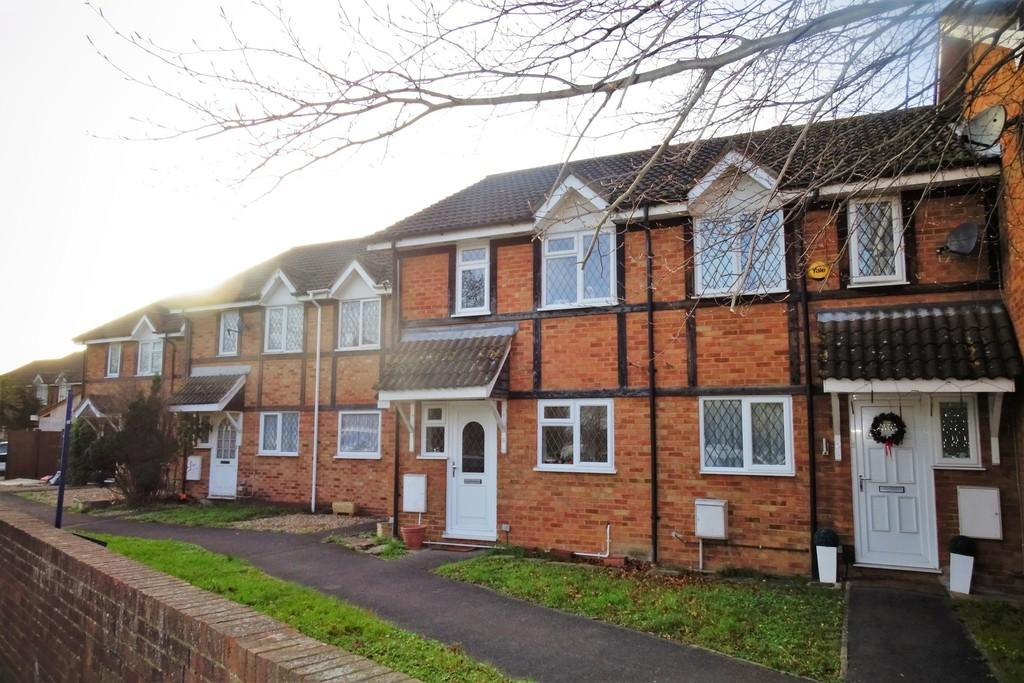 3 Bedrooms Terraced House for sale in Ashdale Close, Stanwell, TW19