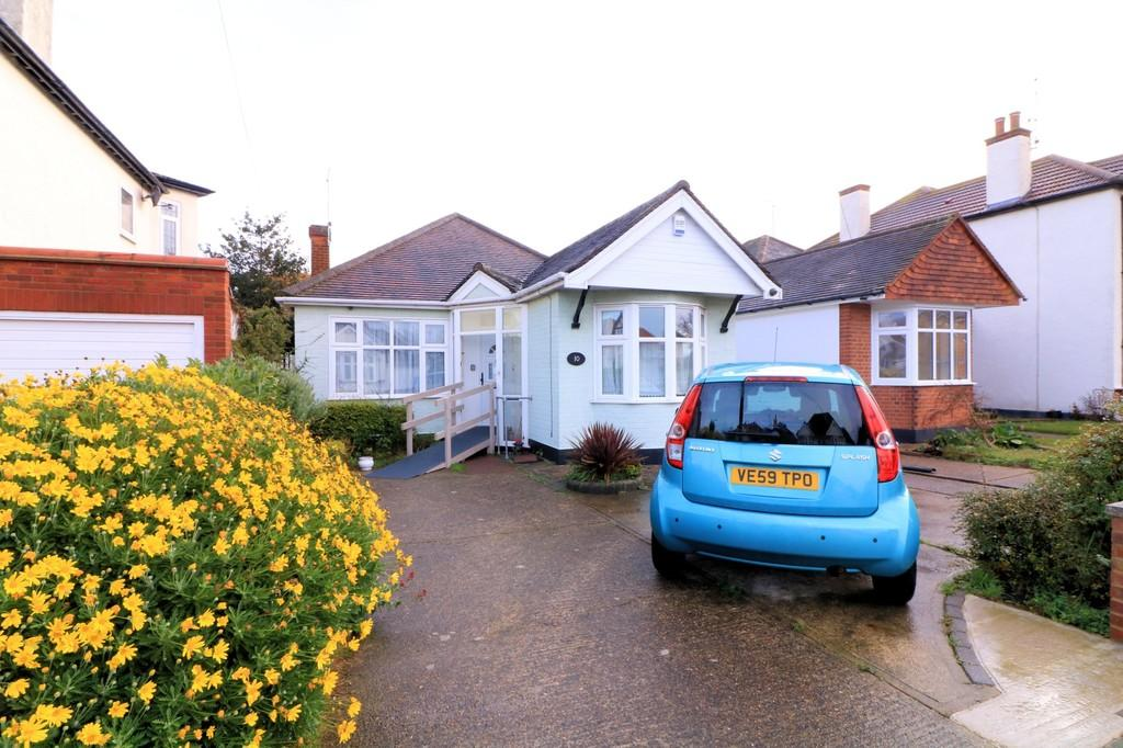 2 Bedrooms Detached Bungalow for sale in Thorpedene Gardens, Shoeburyness