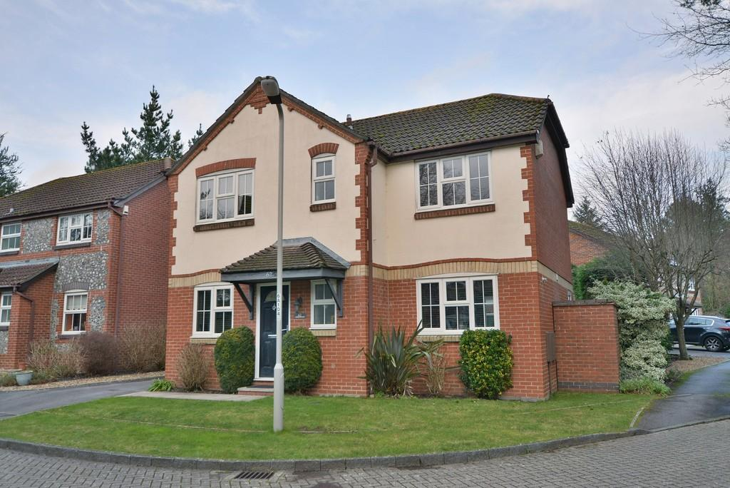 4 Bedrooms Detached House for sale in Amberwood, Ferndown
