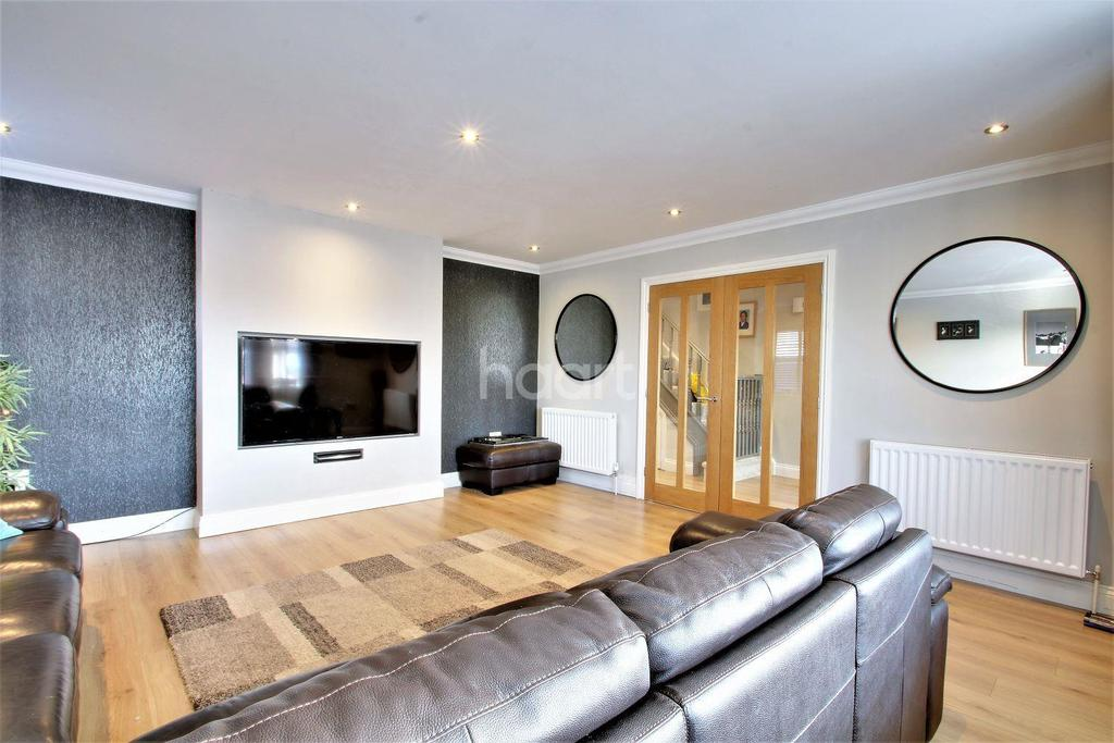 4 Bedrooms Detached House for sale in Little Clacton