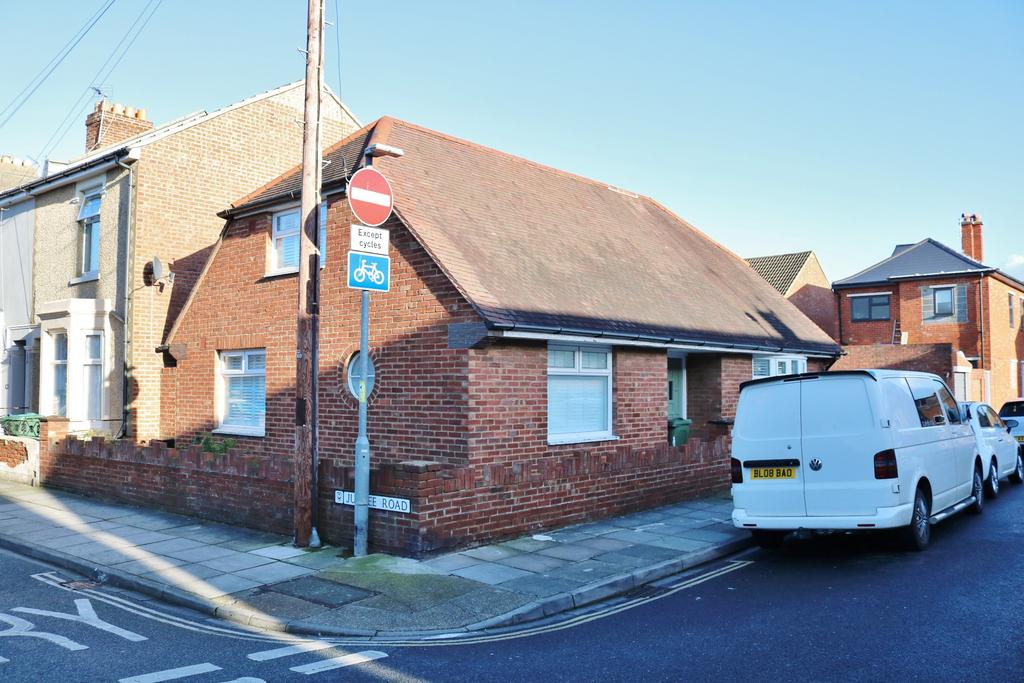 4 Bedrooms Detached House for sale in Delamere Road, Southsea