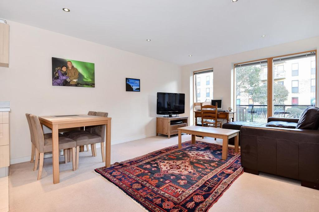 2 Bedrooms Flat for sale in Durnsford Road, Wimbledon
