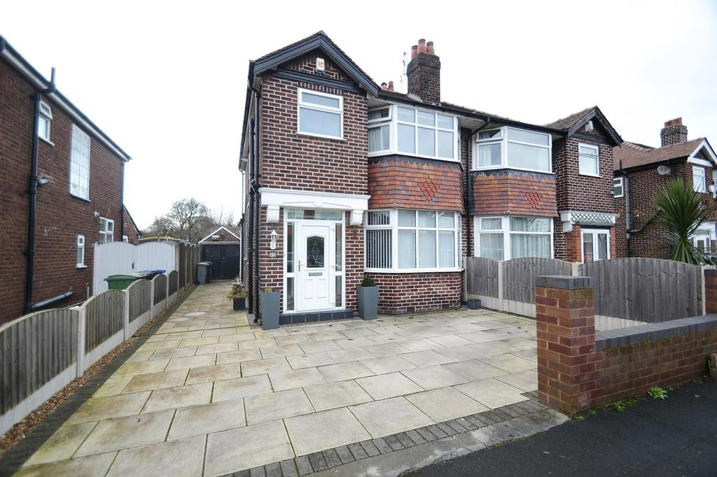 3 Bedrooms Semi Detached House for sale in Ravenstone Drive, Sale