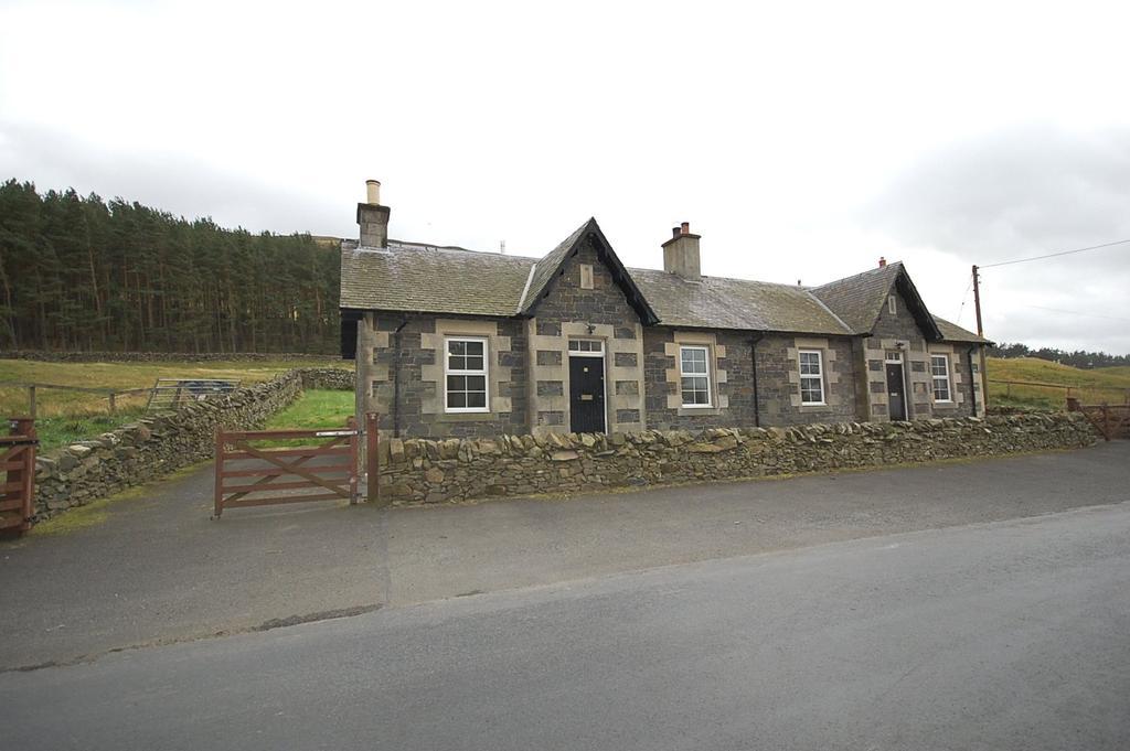 2 Bedrooms Semi Detached Bungalow for rent in 2 Drumelzier Haugh Cottage, Broughton, Biggar, Scottish Borders, ML12