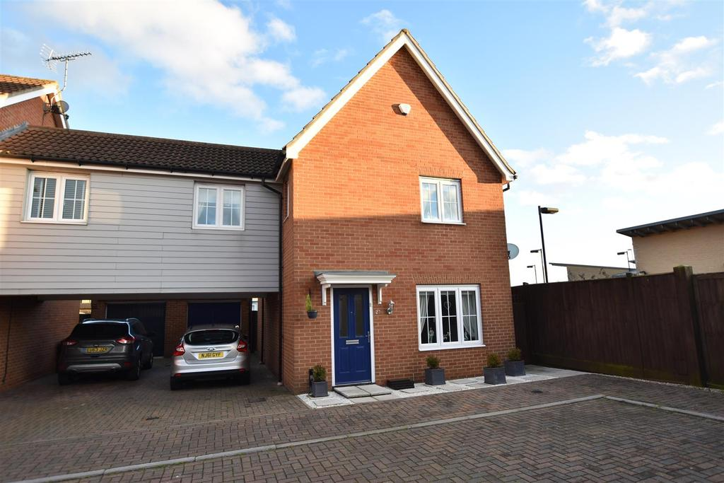 4 Bedrooms Semi Detached House for sale in Temple Way, Rayleigh
