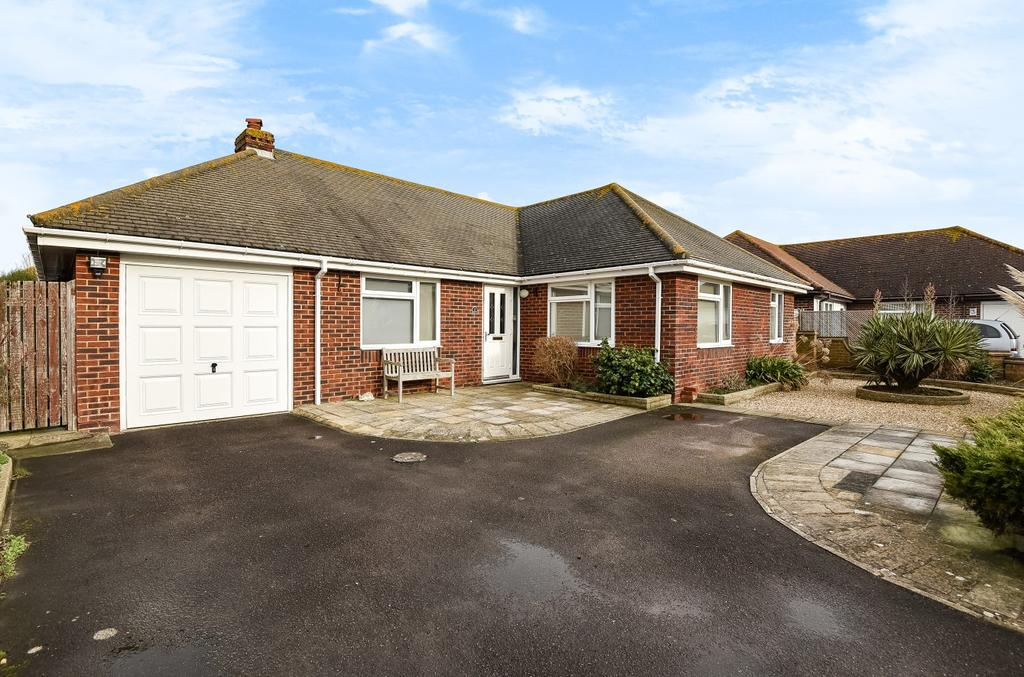3 Bedrooms Detached Bungalow for sale in Sunningdale Gardens, West Wittering, PO20