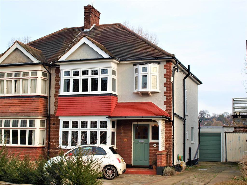 3 Bedrooms Semi Detached House for sale in Ravensmead Road, Shortlands, BR2