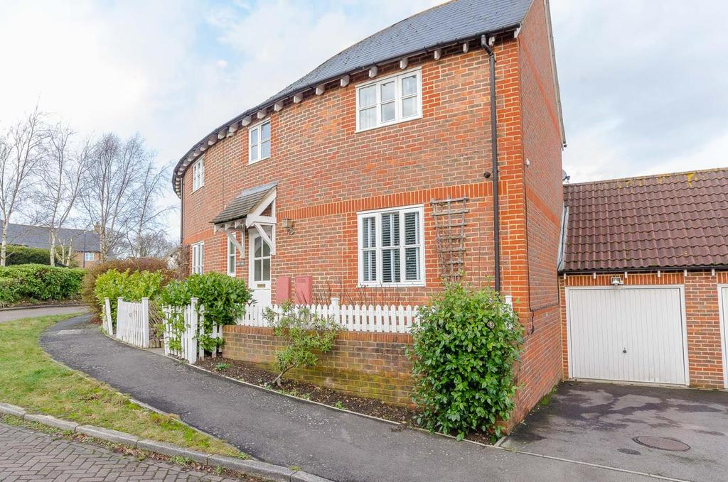3 Bedrooms Semi Detached House for sale in Shaw Close , Maidstone, Kent
