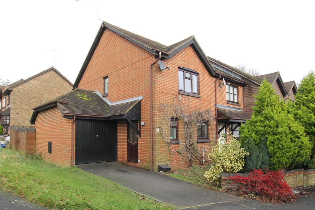 3 Bedrooms End Of Terrace House for sale in Lime Way, Heathfield