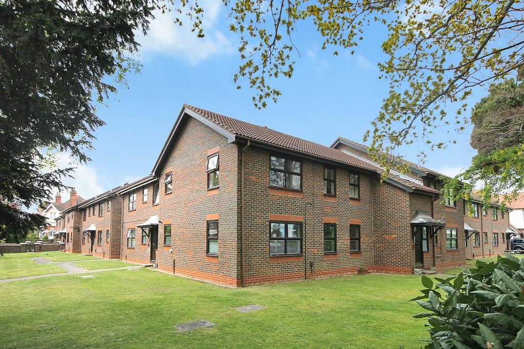 2 Bedrooms Apartment Flat for sale in Beech Gardens, Bulkington Avenue, Worthing BN14 7HL