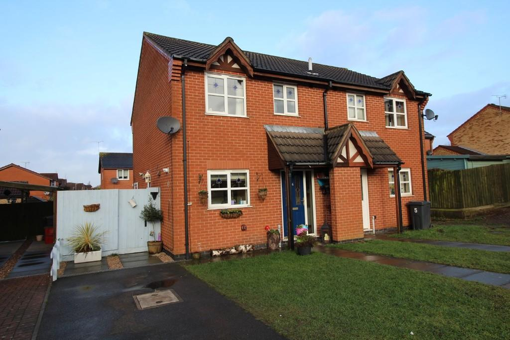 3 Bedrooms Semi Detached House for sale in Daisy Close, Coalville