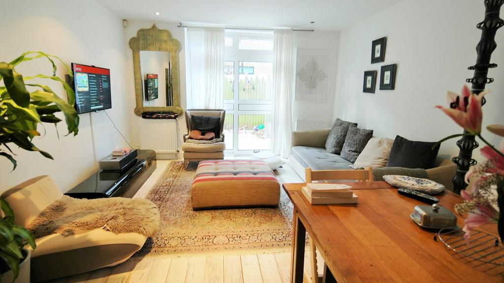 3 Bedrooms Detached House for rent in Noble Mews, Albion Road, Stoke Newington