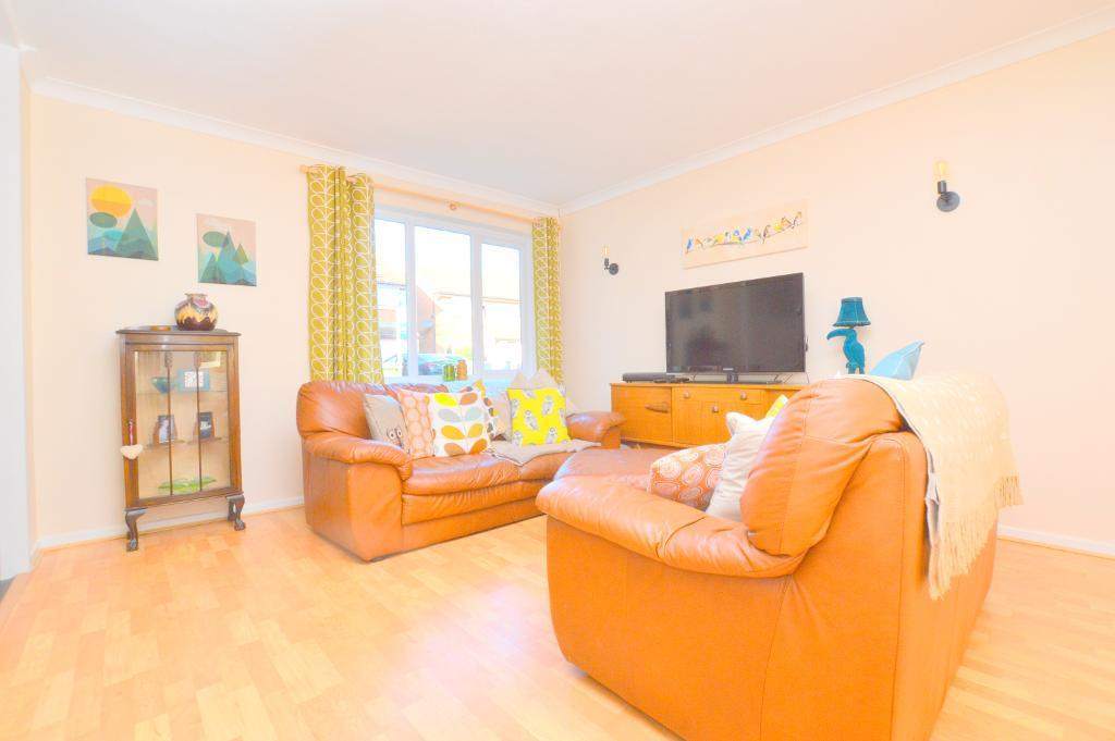 3 Bedrooms Semi Detached House for sale in Enderby Road, Luton, LU3 2HG