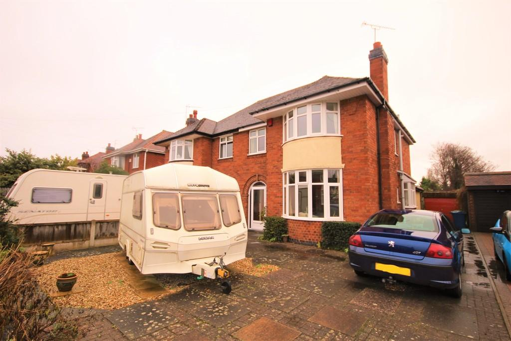 3 Bedrooms Semi Detached House for rent in Kingsley Close, Stafford