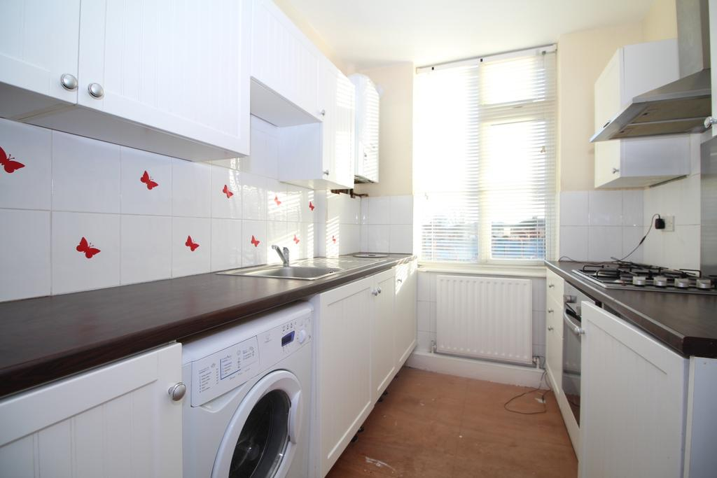 3 Bedrooms Maisonette Flat for sale in Falconwood Parade Welling DA16