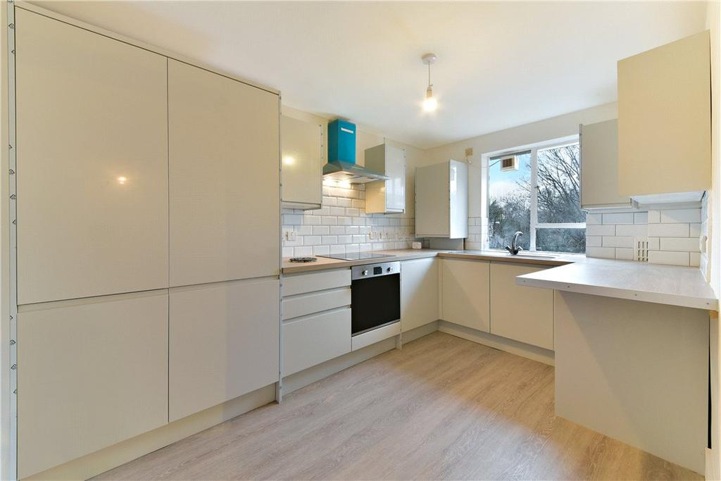 2 Bedrooms Flat for sale in Frensham Court, Highbury New Park, London, N5